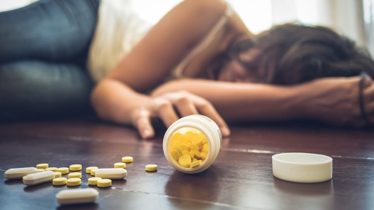 woman-overdose-pills-drugs-addiction-opioids