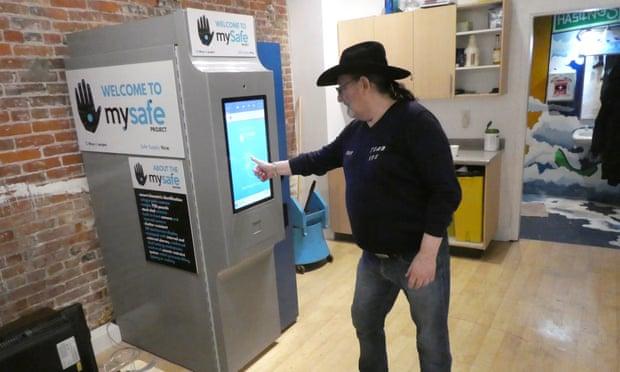 Opioid vending machine opens inVancouver